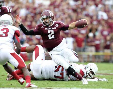 Texas A&M quarterback Johnny Manziel (2) scrambles for the quarterback keeper during the first half of a college football game at Kyle Field, Saturday, Sept. 29, 2012, in College Station. Photo: Karen Warren, Houston Chronicle / © 2012  Houston Chronicle