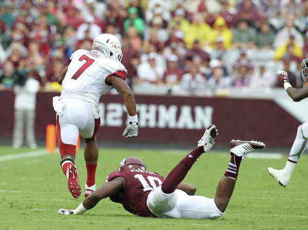 Arkansas running back Knile Davis (7) gains yards over Texas A&M linebacker Sean Porter (10) during the first half of a college football game at Kyle Field, Saturday, Sept. 29, 2012, in College Station. Photo: Karen Warren, Houston Chronicle / © 2012  Houston Chronicle