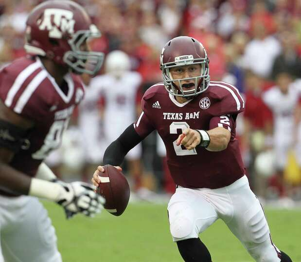 Texas A&M quarterback Johnny Manziel (2) scrambles during the first quarter of a college football ga
