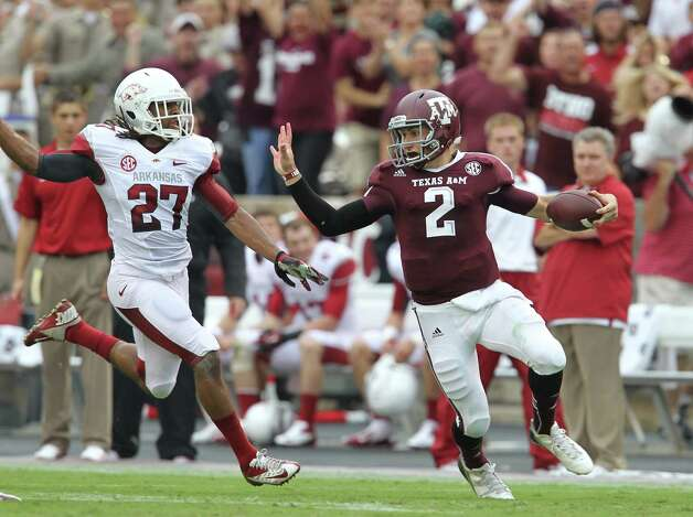 Texas A&M quarterback Johnny Manziel (2) scrambles as gained more than 50 yards during the first quarter of a college football game at Kyle Field, Saturday, Sept. 29, 2012, in College Station. Photo: Karen Warren, Houston Chronicle / © 2012  Houston Chronicle