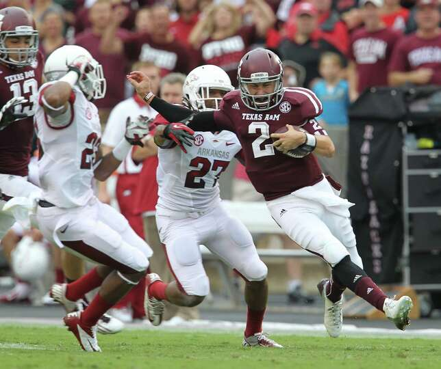 Texas A&M quarterback Johnny Manziel (2) scrambles as gained more than 50 yards during the first qua