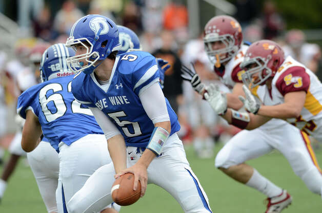 Darien #5 Henry Baldwin prepares to toss as Darien High School hosts St. Joseph High School in varsity football in Darien, CT on Sept. 29, 2012. Photo: Shelley Cryan / Shelley Cryan for the Stamford Advocate/ freelance Shelley Cryan