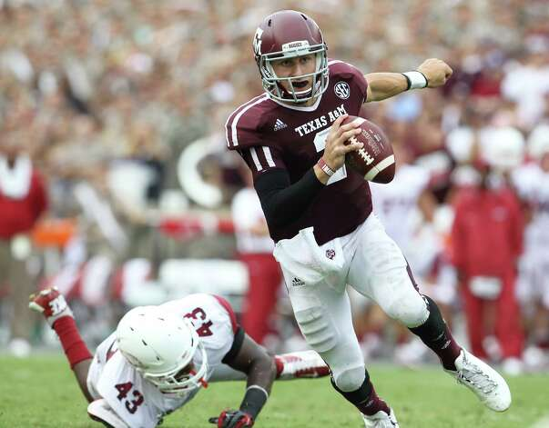 Texas A&M quarterback Johnny Manziel (2) scrambles on his way to a touchdown in the fourth quarter of a college football game at Kyle Field, Saturday, Sept. 29, 2012, in College Station. Texas A&M beat Arkansas 58-10. Photo: Karen Warren, Houston Chronicle / © 2012  Houston Chronicle