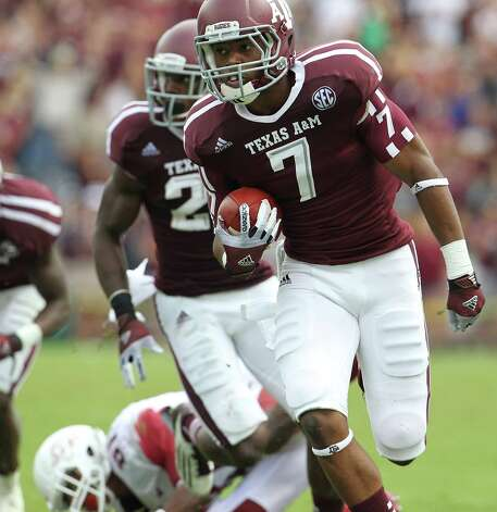 Texas A&M defensive back Tramain Jacobs (7) runs the ball back during his 28 yard fumble return for a touchdown during the third quarter of a college football game at Kyle Field, Saturday, Sept. 29, 2012, in College Station. Photo: Karen Warren, Houston Chronicle / © 2012  Houston Chronicle