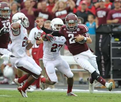 Texas A&M quarterback Johnny Manziel (2) scrambles as gained more than 50 yards during the first quarter of a college football game at Kyle Field, Saturday, Sept. 29, 2012, in College Station.  ( Karen Warren / Houston Chronicle ) (Houston Chronicle)