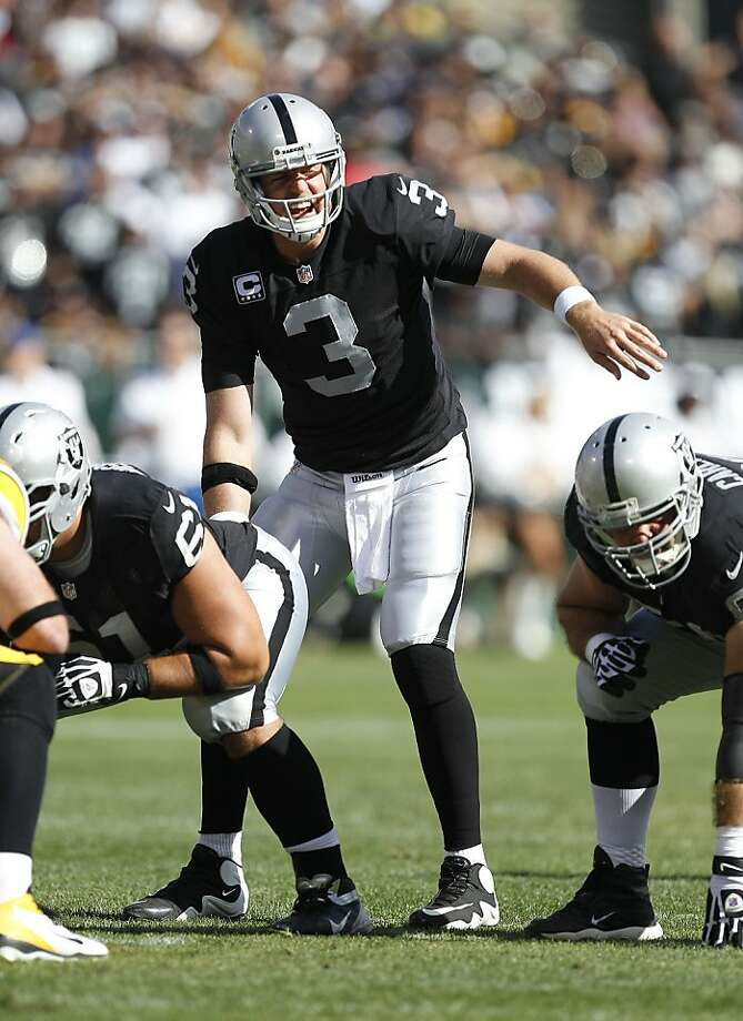 Carson Palmer used the no-huddle offense as the Raiders scored on their final five possessions in last week's victory. Photo: Tony Avelar, Associated Press