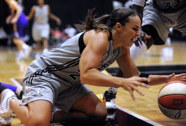 San Antonio Silver Stars guard Becky Hammon battles for a loose ball during WNBA playoffs action against Los Angeles at Freeman Coliseum on Saturday, Sept. 29, 2012. Photo: Billy Calzada, Express-News / © San Antonio Express-News