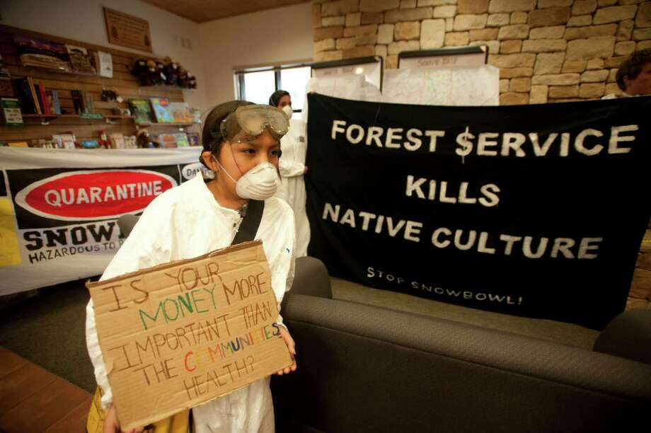 Toby Cat protests plans by Arizona Snowbowl, which will be the first ski resort to use 100 percent sewage effluent to make snow. Photo: LAURA SEGALL / NYTNS