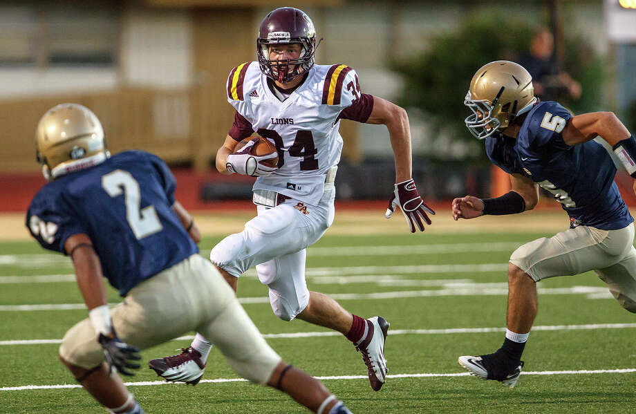 San Antonio Christian ruunning back Potter Chase (center) looks for a way around Holy Cross's Sam Moreno (left) and Raymond Hicksion during their game at Harlandale Memorial Stadium on Sept. 29, 2012.  MARVIN PFEIFFER/ mpfeiffer@express-news.net Photo: MARVIN PFEIFFER, Express-News / Express-News 2012