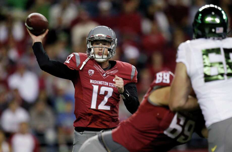 Washington State quarterback Connor Halliday passes against Oregon in the first half of an NCAA college football game, Saturday, Sept. 29, 2012, in Seattle. Photo: AP
