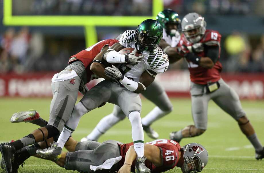 SEATTLE, WA - SEPTEMBER 29:  Running back De'Anthony Thomas #6 of the Oregon Ducks rushes against safety Deone Bucannon #20 of the Washington State Cougars on September 29, 2012 at CenturyLink Field in Seattle, Washington. Photo: Otto Greule Jr, Getty Images / 2012 Getty Images