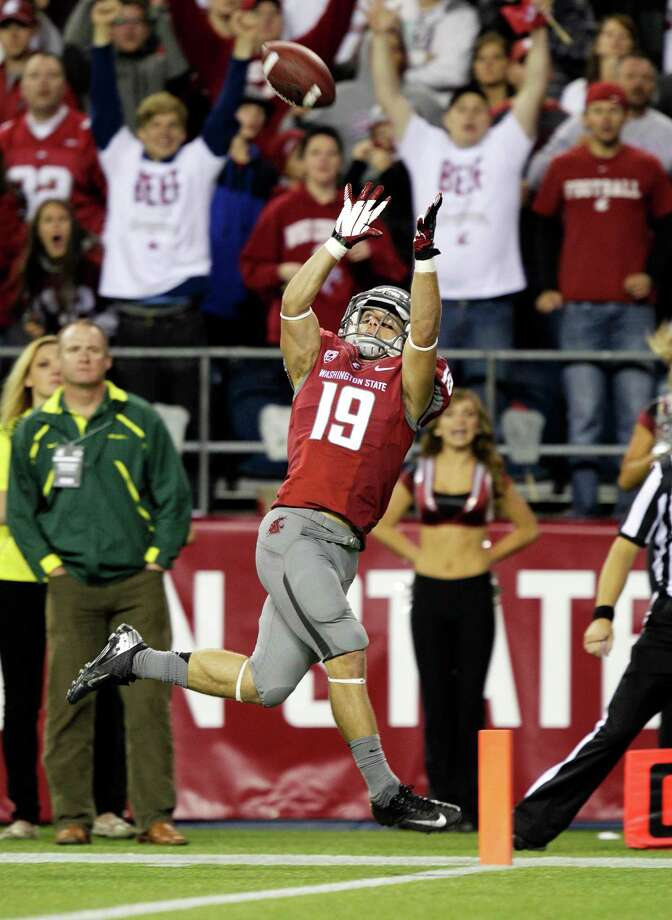 Washington State's Brett Bartolone makes a catch for a touchdown against Oregon in the first half of an NCAA college football game, Saturday, Sept. 29, 2012, in Seattle. Photo: AP