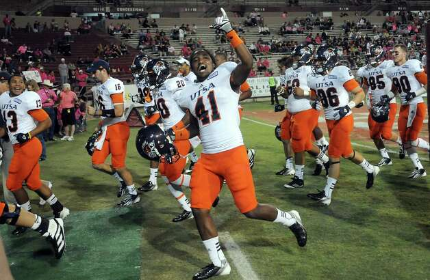 UTSA 35 - New Mexico State 14: UTSA's CheRod Simpson cheers while leaving the field at halftime of the team's NCAA college football game against New Mexico State on Saturday, Sept. 29, 2012, in Las Cruces, N.M. Photo: Robin Zielinski, Associated Press / Las Cruces Sun-News