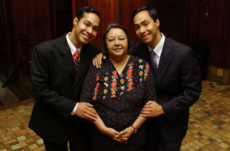 The Castros, Julián, Rosie and Joaquín, pose for a portrait on Sunday, April 23, 2006. Photo: Helen L. Montoya, San Antonio Express-News / SAN ANTONIO EXPRESS-NEWS