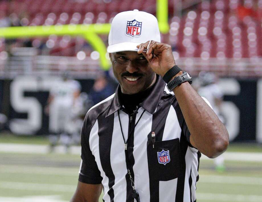 Referee Mike Carey tips his cap to the fans as he walks onto the field before an NFL football game  between the St. Louis Rams and Seattle Seahawks Sunday, Sept. 30, 2012, in St. Louis. Photo: AP