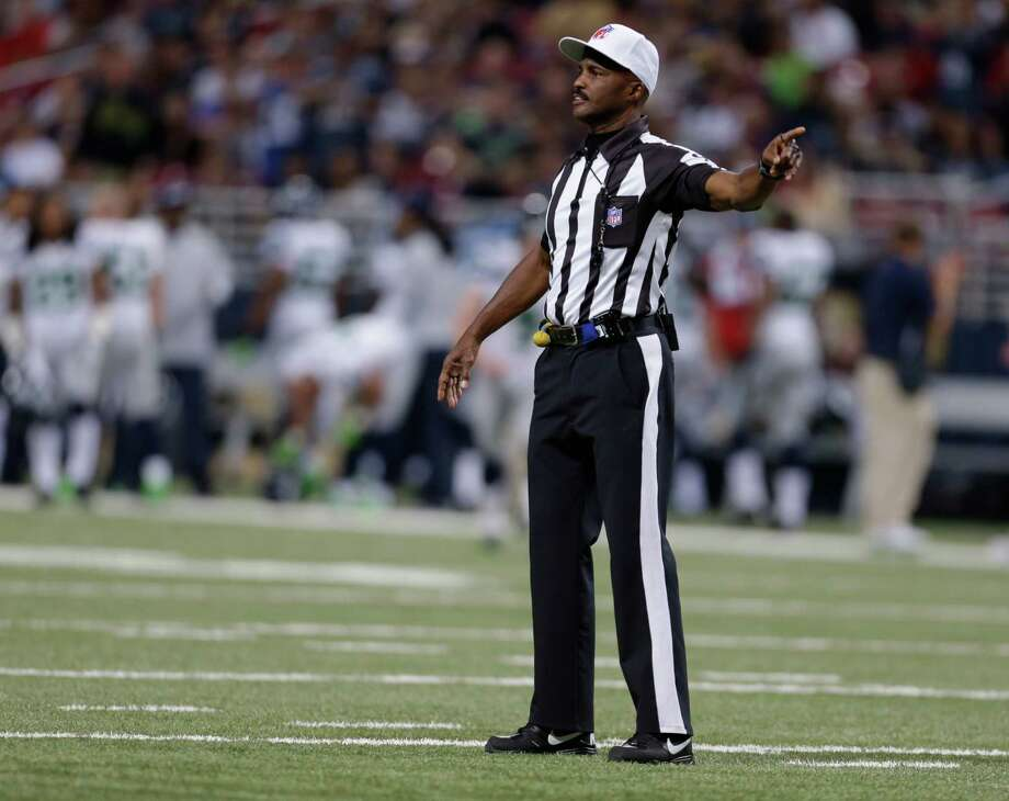 Referee Mike Carey (94) makes a call during the first half of an NFL football game between the Seattle Seahawks and Seattle Seahawks Sunday, Sept. 30, 2012, in St. Louis. Photo: AP