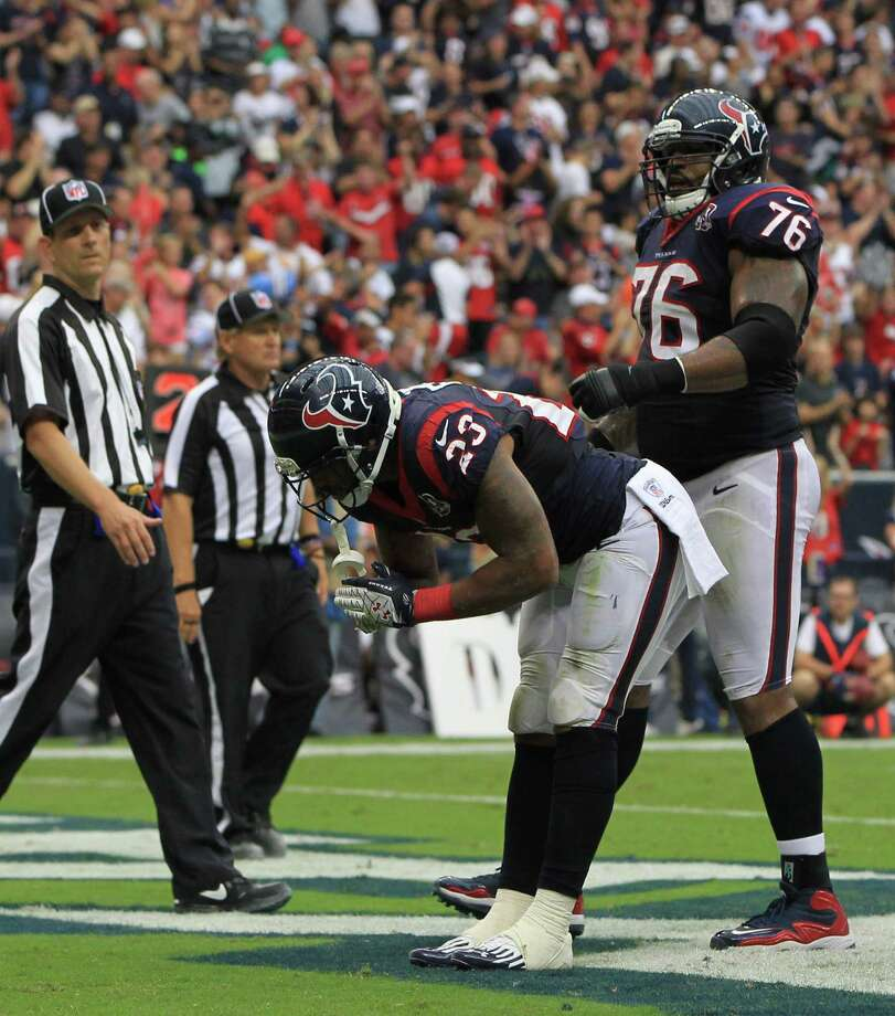 Houston Texans running back Arian Foster takes his traditional bow after scoring on 4-yard touchdown run a during the first quarter against the Tennessee Titans at Reliant Stadium on Sunday, Sept. 30, 2012, in Houston. Photo: Karen Warren, Houston Chronicle / © 2012  Houston Chronicle