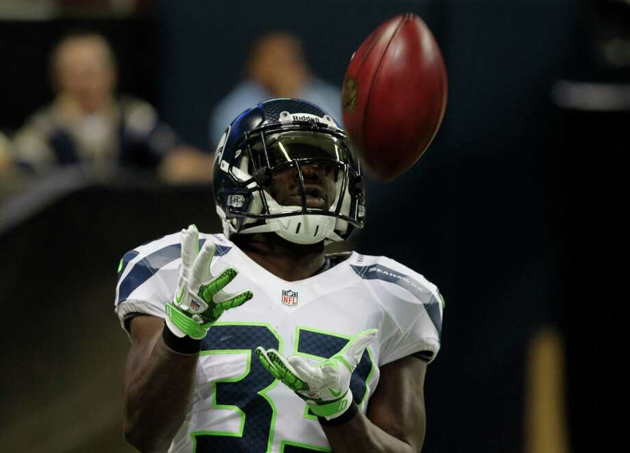 Seattle Seahawks running back Leon Washington makes a catch