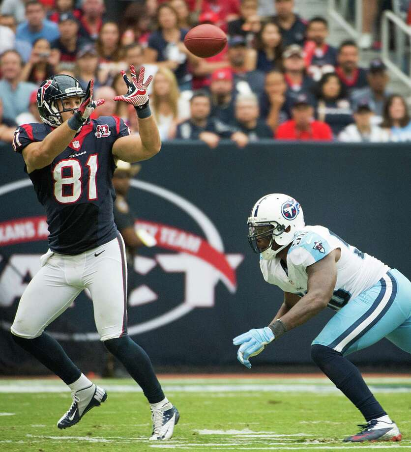 Houston Texans tight end Owen Daniels (81) catches a 28-yard touchdown pass as Tennessee Titans strong safety Jordan Babineaux (26) defends during the third quarter at Reliant Stadium on Sunday, Sept. 30, 2012, in Houston.  The Texans won the game 38-14. Photo: Smiley N. Pool, Houston Chronicle / © 2012  Houston Chronicle