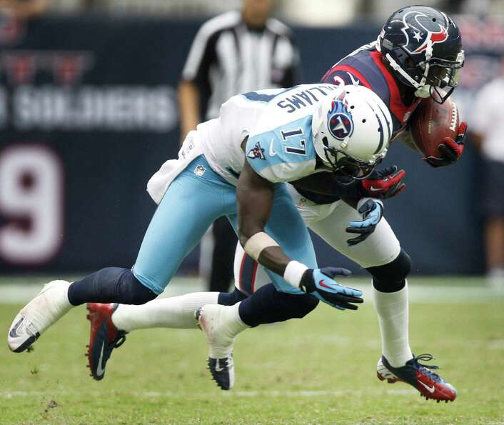 Texans cornerback Kareem Jackson (25) steps in front of Titans wide receiver Damian Williams (17) fo