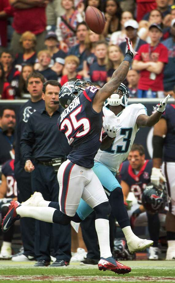 Texans cornerback Kareem Jackson (25) breaks up a pass intended for Titans wide receiver Kendall Wright. Photo: Smiley N. Pool, Houston Chronicle / © 2012  Houston Chronicle