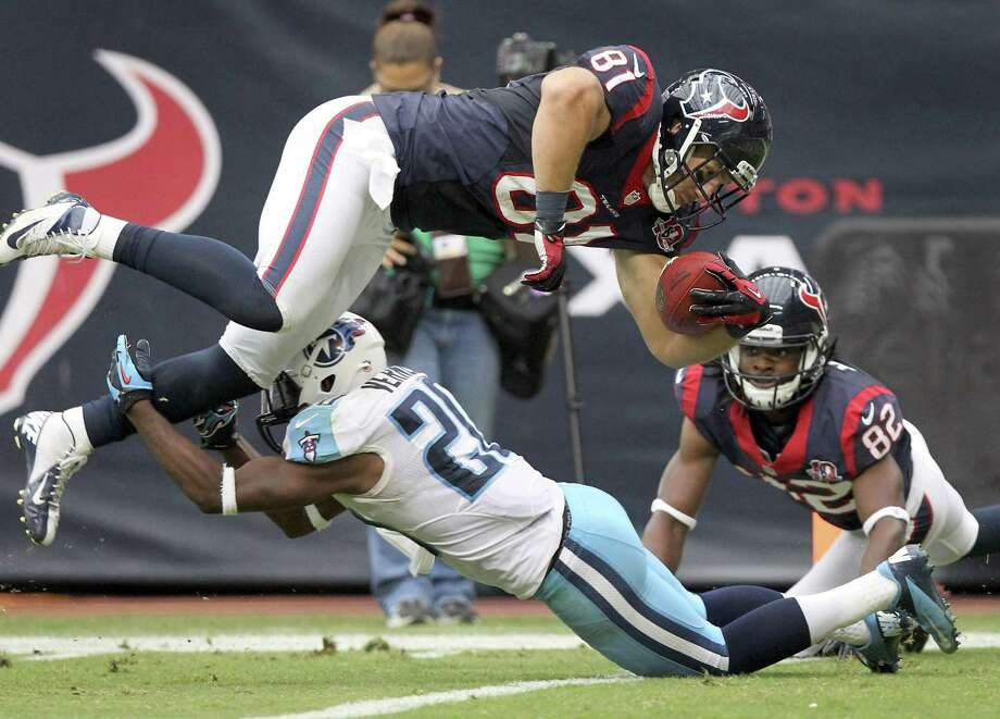 Texans tight end Owen Daniels (81) jumps over Titans cornerback Alterraun Verner (20) for a touchdown. Photo: Nick De La Torre, Houston Chronicle / © 2012  Houston Chronicle