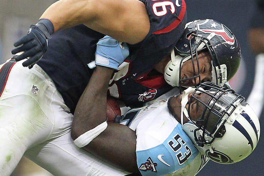 Titans linebacker Zac Diles (53) brings down Texans fullback James Casey (86) during the second quar