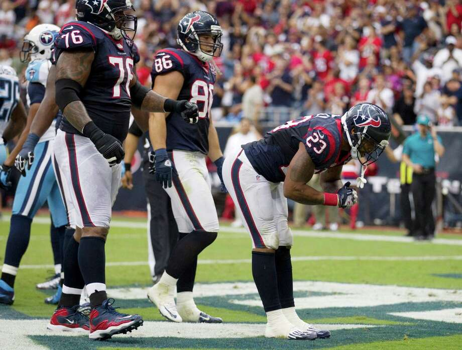Texans running back Arian Foster takes a bow after scoring on a 4-yard touchdown run against the Titans. Photo: Brett Coomer, Houston Chronicle / © 2012  Houston Chronicle