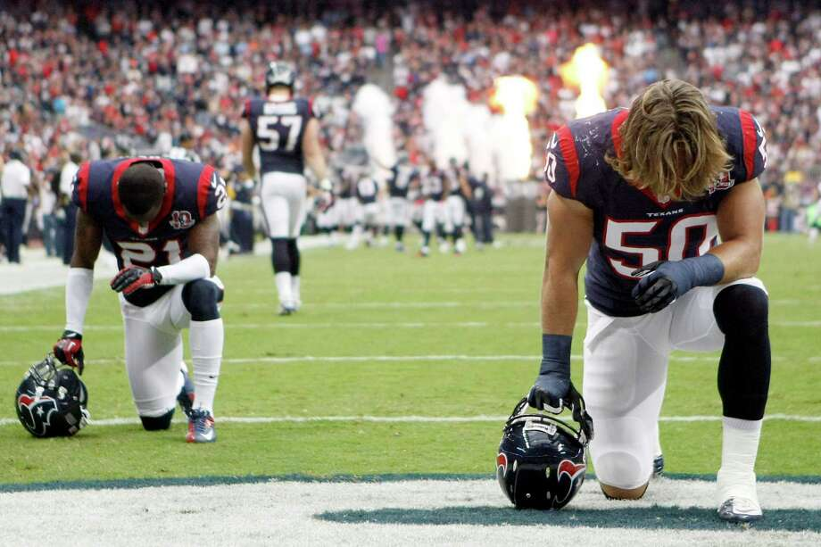 Texans linebacker Bryan Braman (50) and defensive back Brice McCain (21) have a moment of silence before the game.. Photo: Nick De La Torre, Houston Chronicle / © 2012  Houston Chronicle