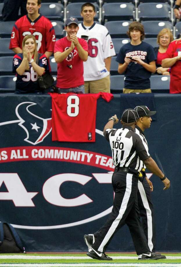 Fans cheer the return of the regular NFL officials as they take the field before theHouston Texans face the Tennessee Titans. Photo: Brett Coomer, Houston Chronicle / © 2012  Houston Chronicle