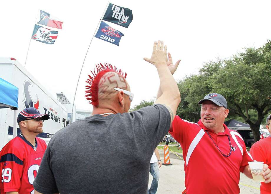 Chad Hanna of Webster sports his home game mohawk while tailgating before the game. Photo: Karen Warren, Houston Chronicle / © 2012  Houston Chronicle