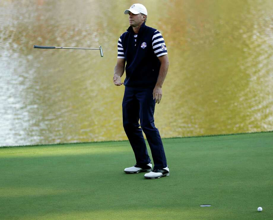 Steve Stricker's putter betrays him on the 17th hole on the way to a loss to Martin Kaymer that assured Europe of keeping the Ryder Cup. Photo: David J. Phillip / AP