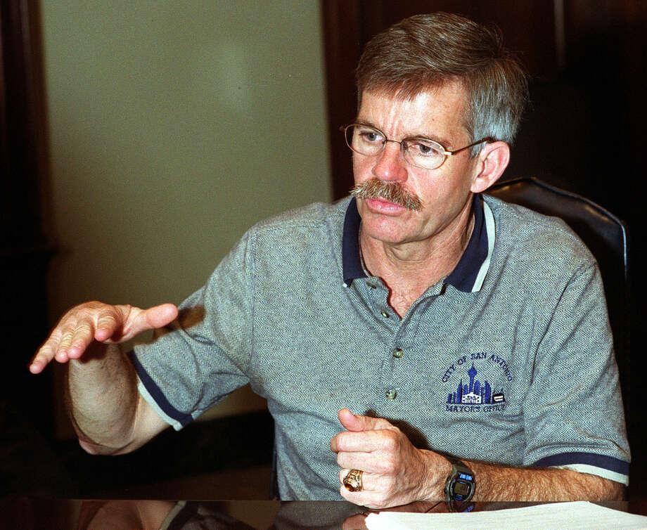 Howard W. Peakwas Mayor of San Antonio from June 1997 to May 2001. Photo: JUANITO GARZA, SAN ANTONIO EXPRESS-NEWS / SAN ANTONIO EXPRESS-NEWS