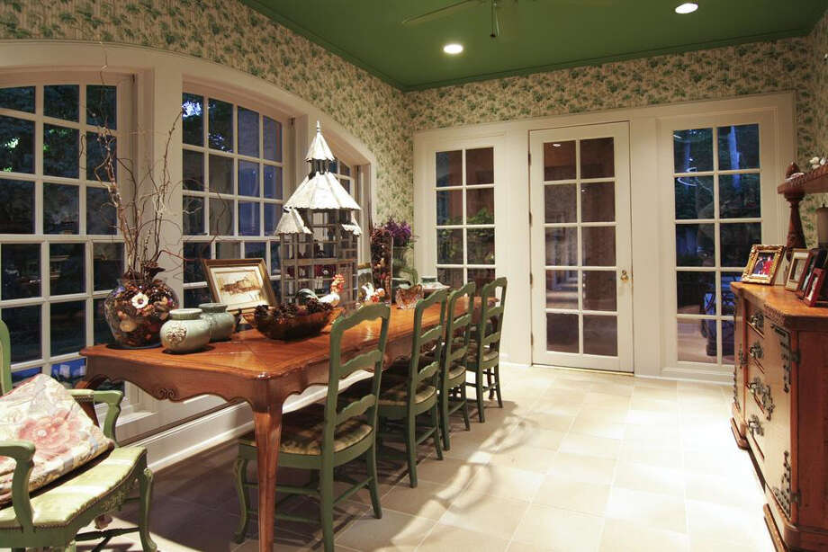 The breakfast area offers a well-lit room for the morning meal. Photo: Daniel Zimmerman Real Estate Agency