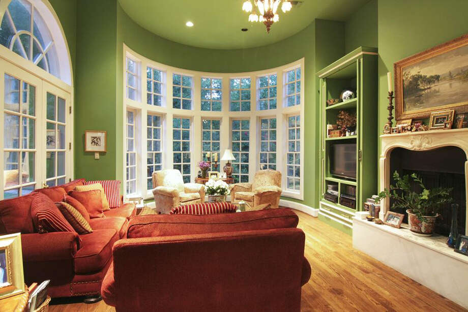 The family area is spacious with high windows and green walls. Photo: Daniel Zimmerman Real Estate Agency