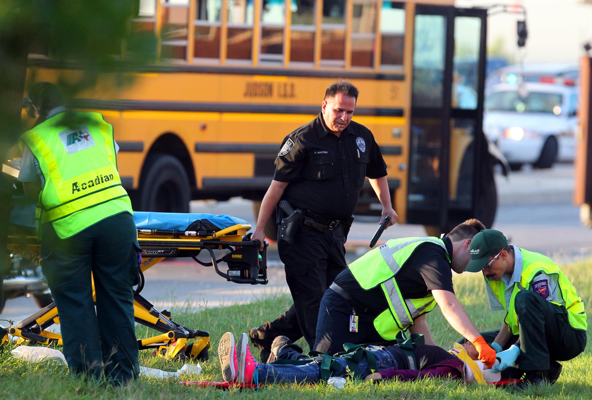 Pair Of School Buses Collide 1 Driver Dies San Antonio