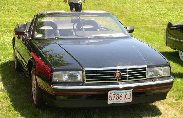 23. 1987 Cadillac Allante -- This was a failed attempt at competing with Mercedes' SL. The Allante was also weighed down by a high price that didn't help it earn any respect. (Photo: Sfoskett, Wikipedia)