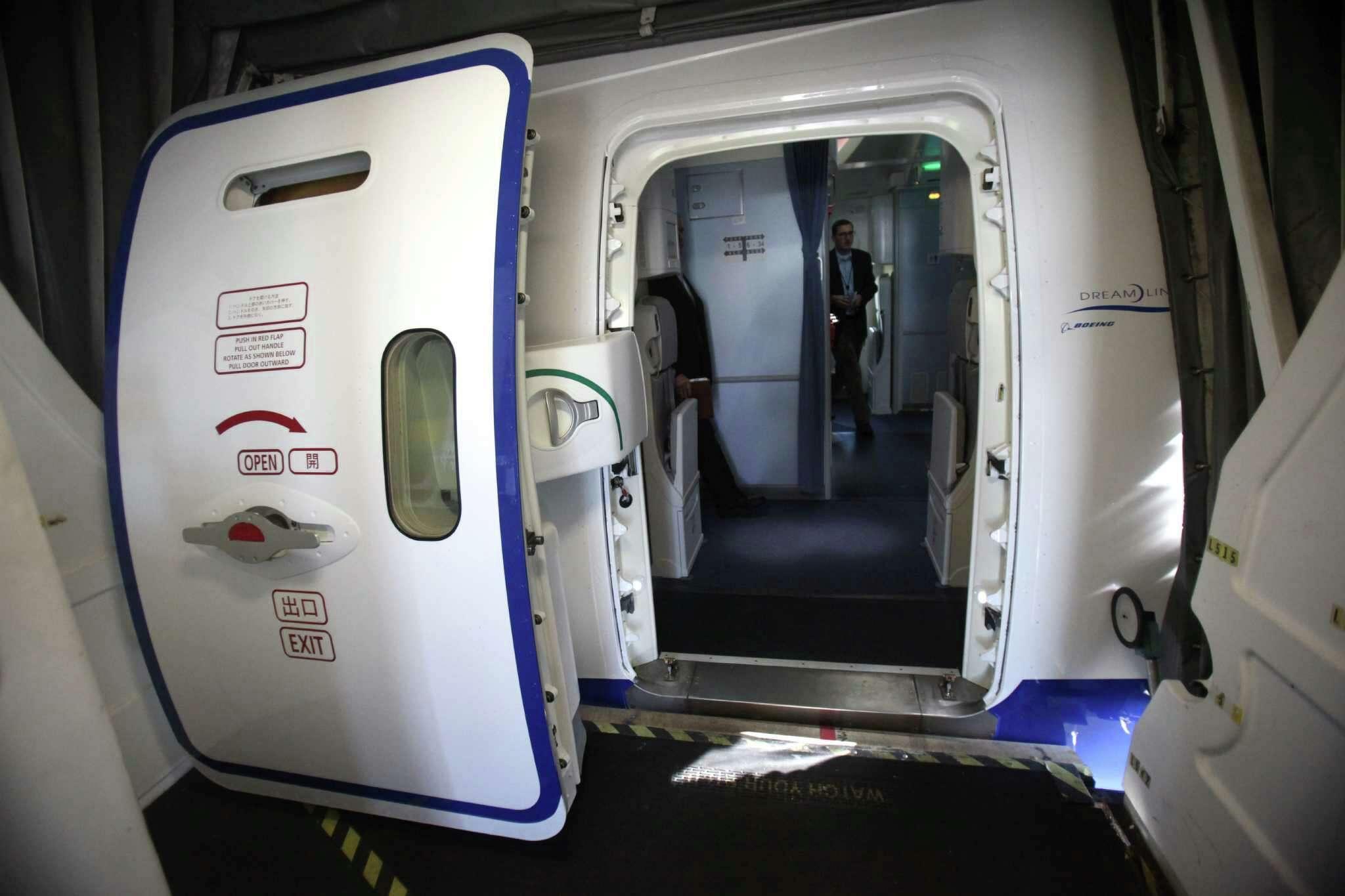 Airplane Door - Pezcame.Com & 777 Door Opening \u0026 ... On SkySpirit2012 Boeing 777-300ER Aircraft ... Pezcame.Com