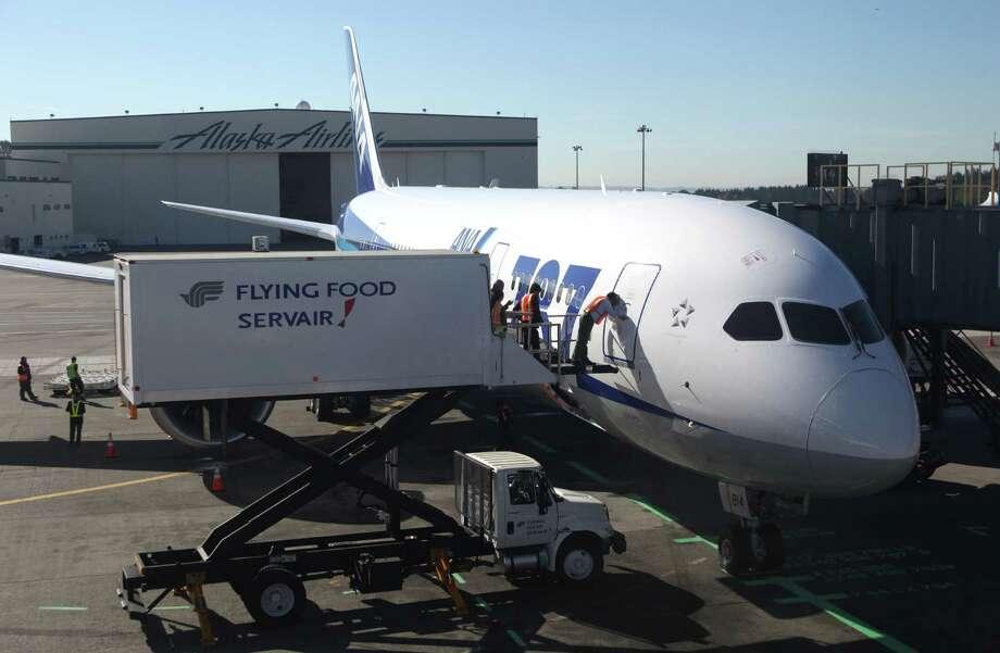 An ANA 787 arrives at Sea-Tac Airport on Monday , Photo: JOSHUA TRUJILLO / SEATTLEPI.COM