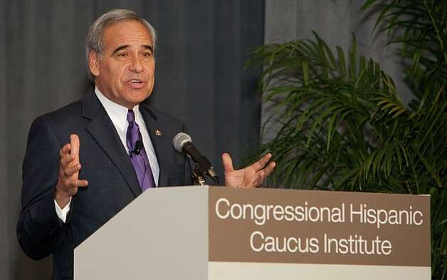 Rep. Charlie Gonzalez speaks to the Congressional Hispanic Caucus Institute. (CHCI photo)