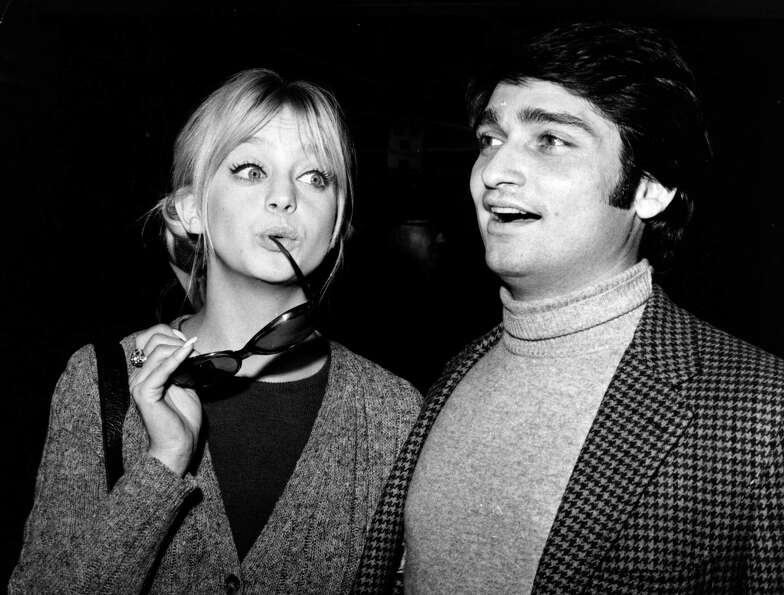 1976: Co-host Goldie Hawn
