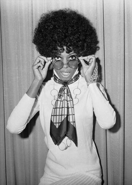 1974: Co-host Diana Ross
