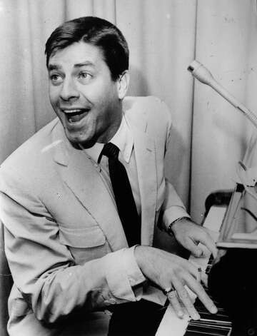1956: Co-host Jerry Lewis Photo: Evening Standard, Getty Images / Hulton Archive