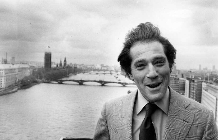 1976: Co-host George Segal Photo: Chris Djukanovic, Getty Images / Hulton Archive