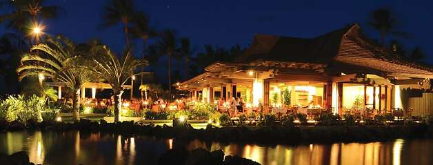 The CanoeHouse at the Mauna Lani Bay Hotel & Bungalows is one of several resort restaurants in the islands to reinvigorate its menus with the help of a new generation of chefs and an abundance of locally sourced ingredients. Photo: Mauna Lani Bay Hotel & Bungalows