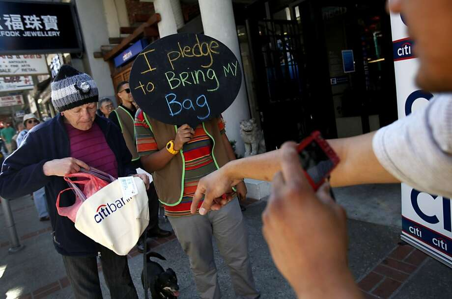 The first day of the plastic bag ban in San Francisco went relatively smoothly on Monday, October 1st. Photo: Sarah Rice, Special To The Chronicle