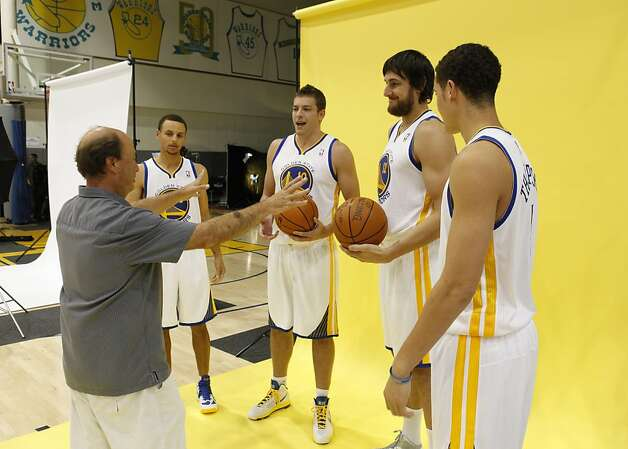 NBA photographer Rocky Widner arranges Stephen Curry (left), David Lee, Andrew Bogut and Klay Thompson for a shot. Photo: Carlos Avila Gonzalez, The Chronicle