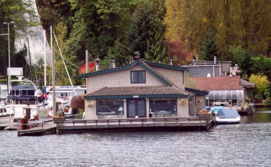 """There's Tom Hanks' house!"" Nineteen years after ""Sleepless in Seattle,"" the famous Lake Union houseboat has become one of Seattle's most famous icons. (Seattle Post-Intelligencer archive)."