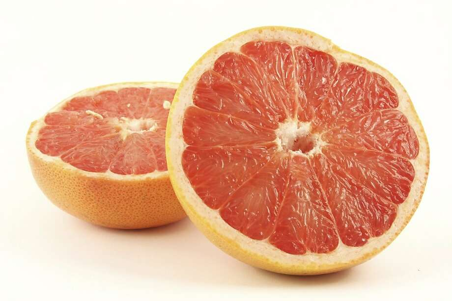 Citrus fruits are good natural sources of vitamin C, but storage can cause the fruit to lose its nutrients. Photo: Ints Tomsons / IStockphoto.com
