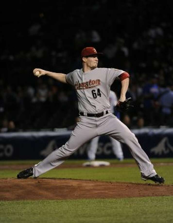 Lucas Harrell hurls a throw in the first inning. (2012 Getty Images)